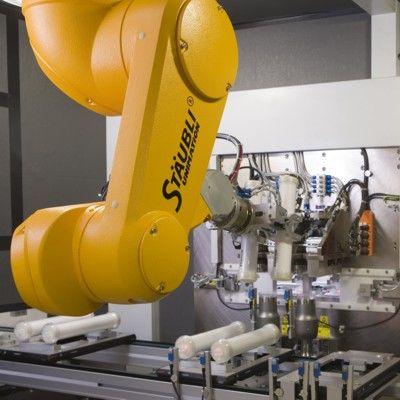 Grafik Roboter im Einsatz bei der Dialysefilterherstellung